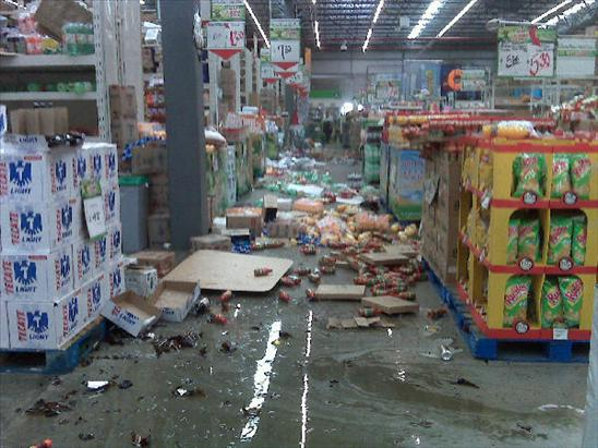 store in Mexicali Mexico Earthquake 4th April 2010