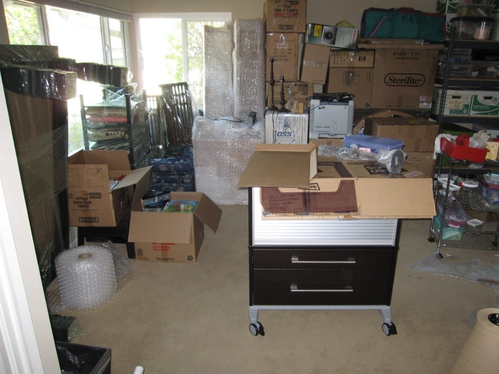 2010 Nov packing Alisal Ave, more boxes
